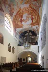 Wnętrze świątyni klasztornej w Lubiniu
