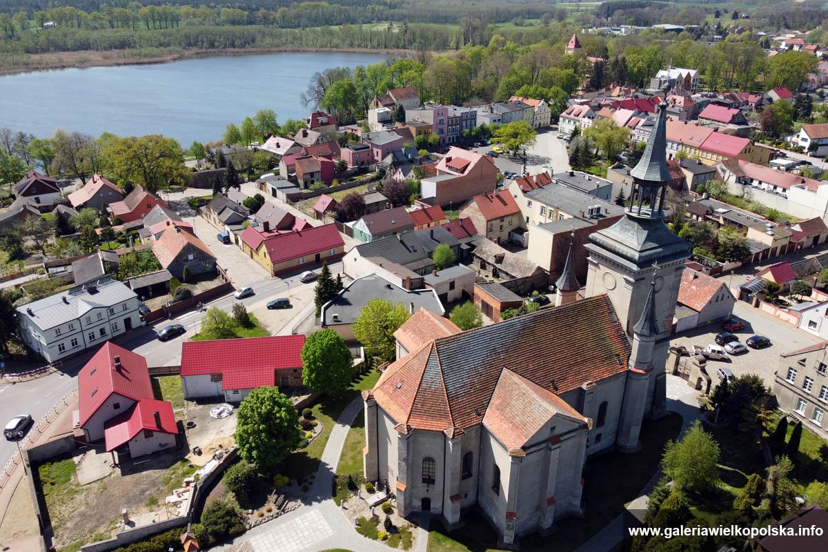 Kościół farny w Osiecznej