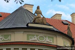 Zwieńczenie elewacji ogrodowej pałacu w Lewkowie