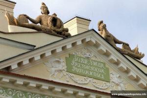 Fronton pałacu w Lewkowie