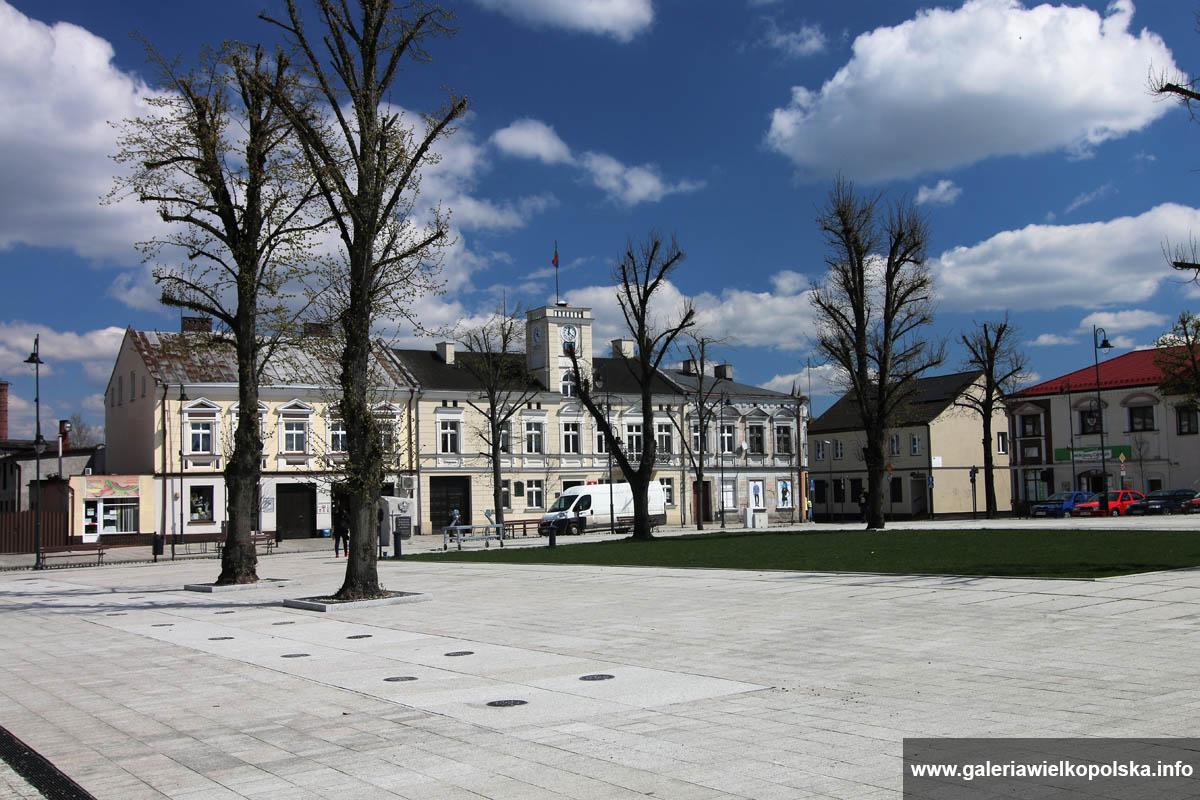 Stawiszyn - plac po renowacji