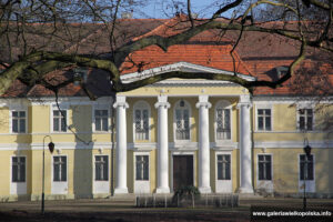 Pałac w Dłoni