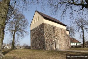 Kościół romański w Gieczu