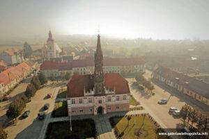 Ratusz w Rawiczu-Sarnowej