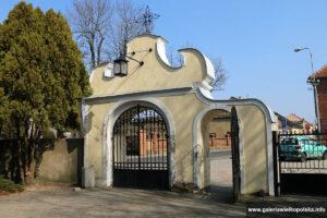 Późnobarokowa brama w Dolsku
