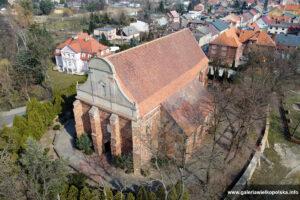 Gotycki kościół w Dolsku