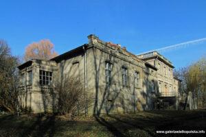 Dwór w Komorzu Przybysławskim