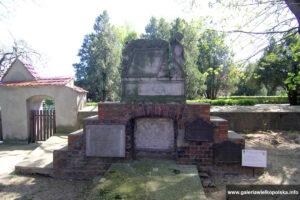 Cmentarz przykościelny w Gryżynie