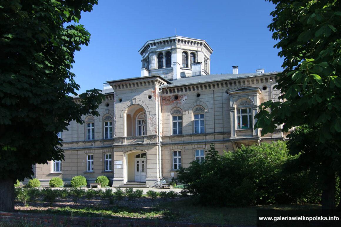 Pałac w Klęce
