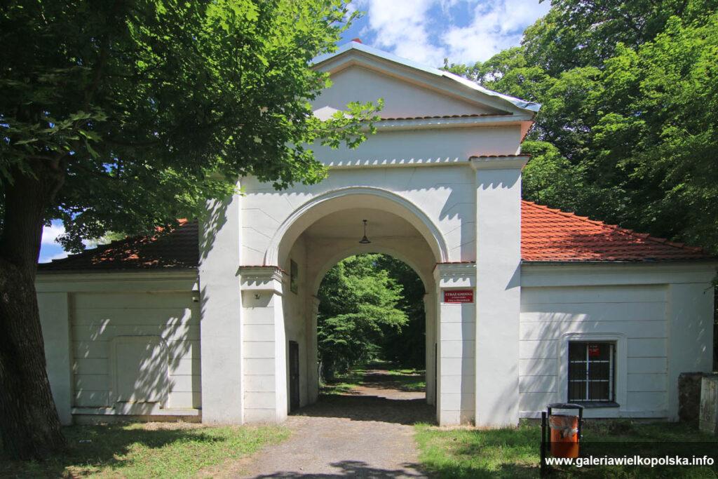 Brama Parkowa w Owińskach