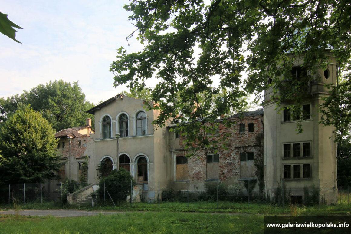 Pałac w Uchorowie