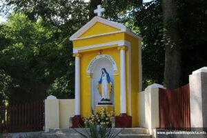 Kapliczka w Uzarzewie