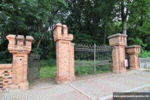 Brama parkowa w Bonikowie