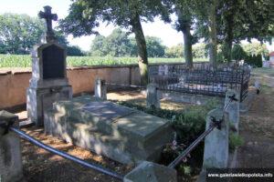 Cmentarz przykościelny w Nietrzanowie