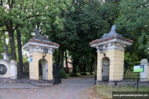 Brama pałacu w Objezierzu