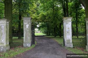 Brama parku w Gorzyczkach