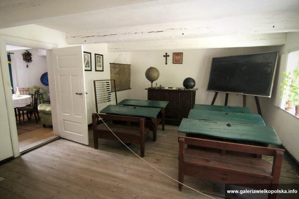 Rekonstrukcja izby szkolnej- skansen w Osieku