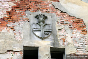Herb Potworowskich- pałac w Parzęczewie