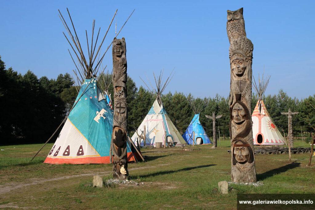 Wioska indiańska Terytorium Kruka - to nie tylko atrakcje, ale także niecodzienne miejsca noclegowe