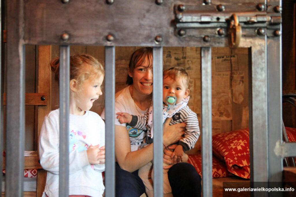 Nocleg w Westernlandzie- więzienie